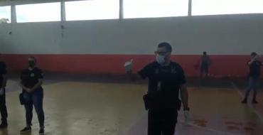 Delegado Charles Correa, da PC de Oiapoque, retira das ruas pessoas que não respeitam o lockdown