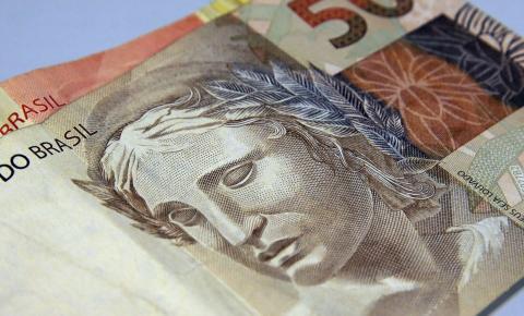 Contas públicas devem fechar este ano com déficit de R$ 828,6 bi