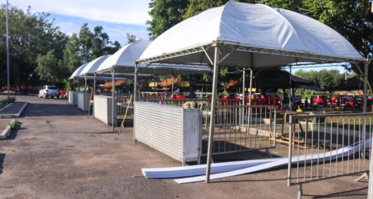 Empreendedores da Praça Jaci Barata são remanejados temporariamente para o estacionamento da praça do coco em Macapá/Ap
