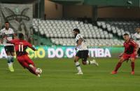 Athletico vira nos acréscimos sobre Coritiba e é tri no Paranaense