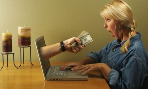 Famílias comuns aproveitam tempo em casa para lucrar com e-commerce