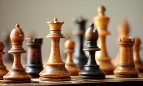 Gambito da Rainha: lógica do xadrez e as estratégias de Marketing Digital