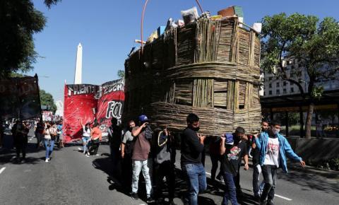 Argentina: tensão política cresce com ações mais duras contra covid-19