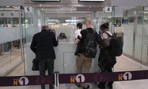França impõe quarentena de 10 dias a viajantes do Brasil