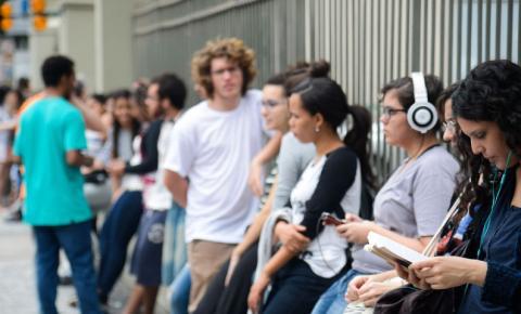 Perda de audição pode começar na juventude, dizem especialistas