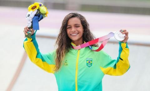 Rayssa Leal faz história e, aos 13 anos, conquista prata no skate street