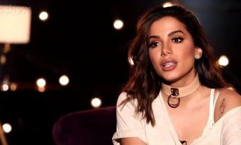 Anitta será intimada por edital em ação de fã que se sentiu humilhada.