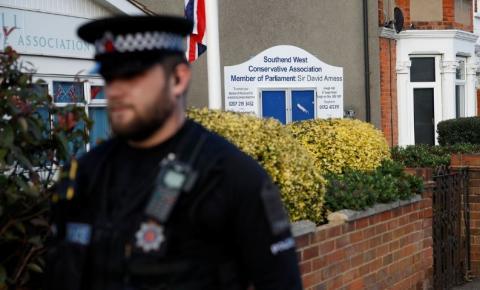 Parlamentar britânico é morto a facadas em igreja, no leste de Londres