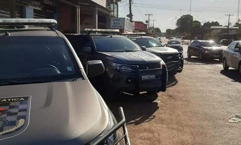 Operação conjunta da Força Tática e 4° Batalhão prende quatro pessoas por tráfico de drogas.