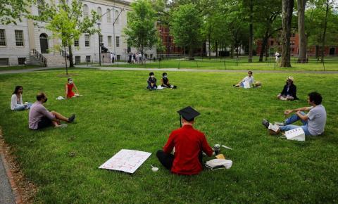 Professores fazem carreatas nos EUA contra reabertura de escolas