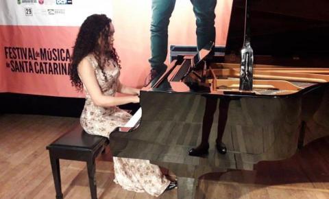 Amapaense disputa concurso nacional de pianistas.